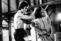 جاكي شان وبروس لي في أحد الأفلام التي اشترك فيها في بداية مسيرته الفنية