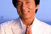 بجانب التمثيل فهو يعد مطرب كذلك حيث أصدر 20 ألبوم غنائي حتى اليوم لكن أغلبها باللغات الصينية