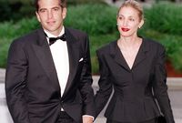 كان معه زوجته كارولين بيسيت كينيدي وأختها الأكبر في 16 يوليو 1999