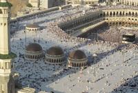 قام بعمل الكثير من التوسعات في المسجد النبوي والكعبة المشرفة