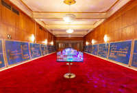 لوحات إرشادية في القصر الأحمر