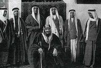 لقطات نادرة للملك المؤسس مع أبنائه