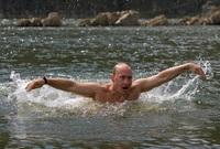 السباحة جزء لا يتجزأ من حياة بوتين الرياضية
