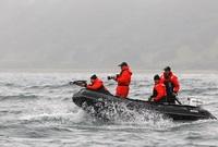 بوتين في مركب بحرية