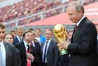 كأس العالم كان في روسيا عام 2018، فكان لابد له من أن يجرب كرة القدم أيضًا
