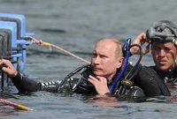 بوتين وهو يقوم رياضة الغوص