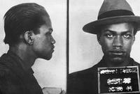 تعرف مالكوم على عصابة من السود وانضم إليها وانتهت بسجنه