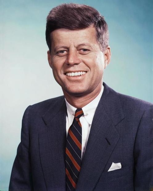 جون كينيدي هو سياسي أمريكي تولّى منصب الرئيس الـ 35 للولايات المتحدة من الفترة 20 يناير 1961 حتى اغتياله في 22 نوفمبر 1963