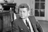 تلقى جون كينيدي تعليمه الجامعي في جامعة هارفرد