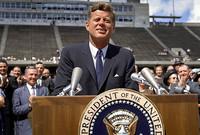 يعتبر أول رئيس أمريكي كاثوليكي روماني يصل لكرسي الرئاسة