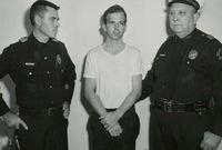 """تم تحديد هوية القاتل وهو """"لي هارفي أوزوالد"""" العنصر السابق في قوات مشاة البحرية الأمريكية ولكنه نفى التهم التي وجهت له"""