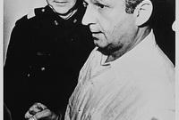 """بعد يومين من مقتل كينيدي قُتل """"لى هارفى أوزوالد""""  بالرصاص داخل قسم شرطة دالاس على يد شخص يدعى جاك روبي  وذلك قبل انعقاد المحكمة"""