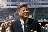 لجان التحقيق وقتها توصلت إلى احتمالية وجود مؤامرة لقتل الرئيس جون كينيدي، وأثيرت الشكوك حول تورط الـ CIA وجهاز استخبارات الاتحاد السوفيتي السابق