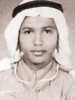 اسمه الكامل محمد عبده عثمان العسيري، ولد بمحافظة الدرب التابعة لجيزان، في 12 يونيو عام 1949م