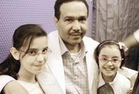 مع أحفاده من ابنته نورة