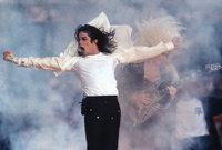 في منتصف عام 1967 أصبح مايكل المغني الأساسي والأول في الفرقة