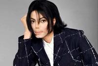 بجانب قيمته الفنية الكبيرة عرف عن مايكل جاكسون تبرعه الدائم للجمعيات الخيرية حتى إنه تبرع بمبلغ 1.5 مليون دولار  كان قد حصل عليها كتعويض بعد تعرضه لحرق أثناء تصوير إعلان لإحدى الشركات