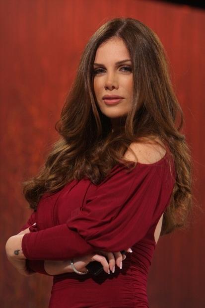 نيكول سابا  مغنية وممثلة لبنانية  ولدت في مدينة بيروت اللبنانية ولديها أخت واحدة تدعى نادين