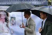 في ذكرى وفاتها العاشرة عام 2007 أقام ولداها الأمير ويليام والأمير هاري حفلًا خَاصًّا وتبرعوا بعائد هذا الحفل للجمعيات الخيرية