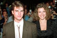 تزوج توم كروز عام 1987 من الفنانة ميمي روجرز ثم انفصلا بعد 3 سنوات