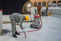 الرخام يساعد الحجاج على الطواف والصلاة في المسجد خاصة في أيام الصيف شديدة الحرارة حيث يخفف عليهم من حرارة الجو بفضل برودته
