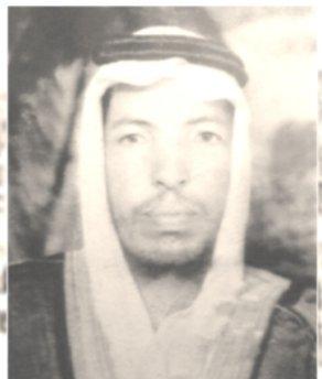 أبو بكر بن المختار الشنقيطي ولد منطقة العيون عام 1330هـ  وتوفي عام 1385هـ قام بامامة المسلمين في المسجد الحرام وكان ذلك في سنته الاخيرة أواخر عام 1384هـ