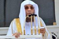 أسامة بن عبد الله خياط ولد عام 1375هـ  في مكة المكرمة وعُيِّن إماماً وخطيباً للمسجد الحرام عام 1418هـ