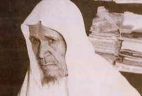 عبد الله الخليفي ولد عام 1333هـ بالقصيم وتوفى عام 1414 هـ  أعجب بصوته مفتي المملكة عبد الله بن حسن آل الشيخ  فطلبه ليكون إماماً مساعداً للشيخ عبد الظاهر أبو السمح في المسجد الحرام وبعدها أصبح إماماً رسمياً للمسجد الحرام عام 1373 هـ