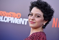 الممثلة أمريكية عليا شوكت ولدت عام 1989 في الولايات المتحدة والدها عراقي ووالدتها من أصل أمريكي أيرلندي
