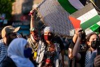 بيلا حديد تشارك في مظاهرات دعما لفلسطين