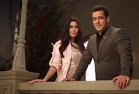 """صعدت كاترينا للمسرح لتوبخ سلمان خان، لكنه قال لها: """"منحتك فرصة لتصبحي كاترينا خان، ولكن اخترتي أن تكوني كاترينا كابور"""""""