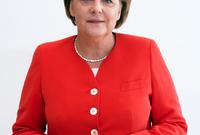 في عام 2005، عينت ميركل بعد الانتخابات الاتحادية في منصب مستشارة لألمانيا وتعتبر أول امرأة تتولى هذا المنصب