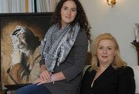 عام 1995 أنجبا ابنة واحدة زهوة ياسر عرفات في فرنسا