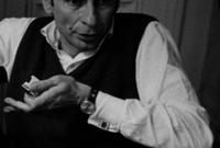 """حصل على عدة جوائز منها التانيت الذهبية من أيام قرطاج السينمائية عن فيلم """"الاختيار"""" عام 1970، وجائزة الدب الفضى من مهرجان برلين السينمائى عن فيلم """"إسكندرية ليه؟"""" عام 1979"""