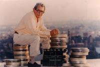 """وقد اعتمد شاهين من ذلك الوقت على نفسه في تمويل أفلامه، خاصةً بعد توقف دعم الدولة له بسبب أعماله السياسية المنتقدة للنظام، وقام بتأسيس شركة إنتاج سينمائية باسم """"أفلام مصر العالمية"""" عام 1972، لتمويل أفلامه بالمشاركة مع المنتجين الفرنسيين."""