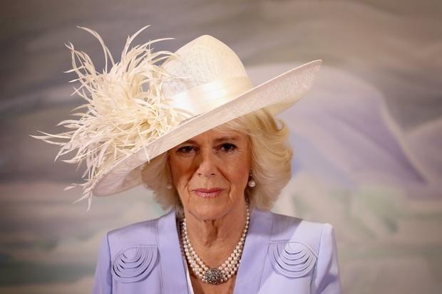 كاميلا هي العروس الملكية الوحيدة التي لم ترتد تاجًا في يوم زفافها