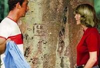 ويبدو أن ديانا لم تكن المرأة الأولى في حياة تشارلز حيث اعترف بخيانته لها وإقامة علاقة مع كاميلا في مقابلة تلفزيونية