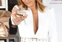 أصدرت جينيفر لوبيز 14 عطرًا تحت اسمها باعت بأكثر من 2 مليار دولار جاعلة خطوط العطور التي صدرت تحت اسمها هي الأكثر مبيعًا تحت اسم فنان في التاريخ
