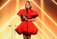 حصلت خلال مسيرتها الفنية على عدد من الجوائز منها «ALMA عن أفضل فيديو موسيقى، موسوعة غينيس، جائزة الموسيقى العالمية، الكرة الذهبية لأفضل ممثلة في فيلم Selena»