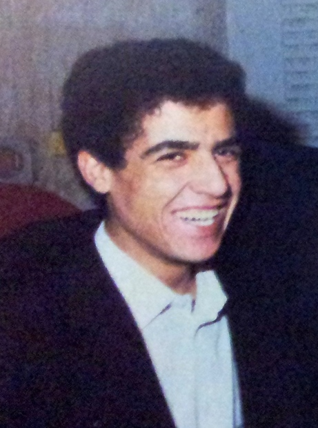 اسمه الحقيقي محمد خليفاتي ويعرف في الوسط الفني باسم الشاب مامي ويطلق عليه لقب «أمير الراي»