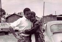 تعرف على ميشيل أوباما عام 1989 حيث كانت تعمل كمرشدة له خلال فترة تدريبه بأحد شركات المحاماة لتنشأ بينهما قصة حب كبيرة