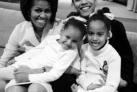 في زيجة شهيرة أثمرت عن طفلتين هما ماليا آن المولودة عام 1998 وناتاشا المولودة عام 2001