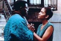 كانت تجربتها الأولي في تمثيل من خلال فيلم «Jungle Fever»عام 1991، وفي نفس العام لعبت دور البطولة في فيلم «Alex Haley's Queen »