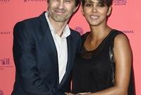 اما حاليا فهي متزوجة من الممثل أوليفر مارتينيز ولدها طفل