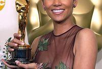 تم ترشيحها لجائزة الأوسكار عام 2002  كأفضل ممثلة، وفازت بها عن أدائها في فيلم «Monster's Ball» لتصبح أول أمريكية سمراء تفوز بها  في التاريخ