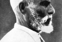 انضم له عدد كبير من المقاتلين تجاوز الألف مقاتل وعسكر في مدينة بنغازي، وأسس معسكر كان نواة الهجوم على القوات الإيطالية باستمرار