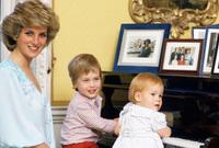 حدث الطلاق بين والديه الأميرة ديانا و الأمير تشارلز عام 1996