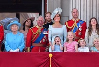 صورة تجمع الأسرة المالكة البريطانية