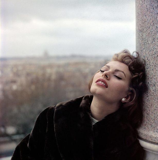 صوفيا لورين ممثلة إيطالية من الأكثر شعبية بين فنانات جيلها، وهي من مواليد 20 سبتمبر 1934، حملت صوفيا في صغرها اسم عائلة زوج والدتها الذي تبناها لعدم دعم والدها لها واخوتها في طفولتهم