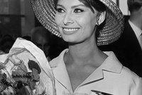 عن حصولها على جائزة الأوسكار، فقد كانت صوفيا هي أول ممثلة تحصل على الجائزة رغم أن اللغة الإنجليزية لم تكن هي لغتها الأم، بعدها وعلى الرغم من أن بعض أفلامها لم تحقق نجاحًا إلا أنها كانت بين الأكثر أجرًا من أبناء جيلها